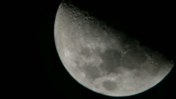 """""""Co jsem to sakra právě natočil?"""" 3 záhadné objekty byly natočeny poblíž Měsíce (VIDEO) - Sputnik Česká republika"""
