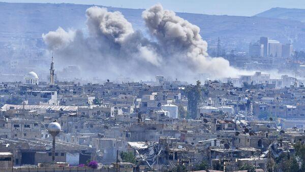 Hořící domy v předměstí Damašku - Sputnik Česká republika
