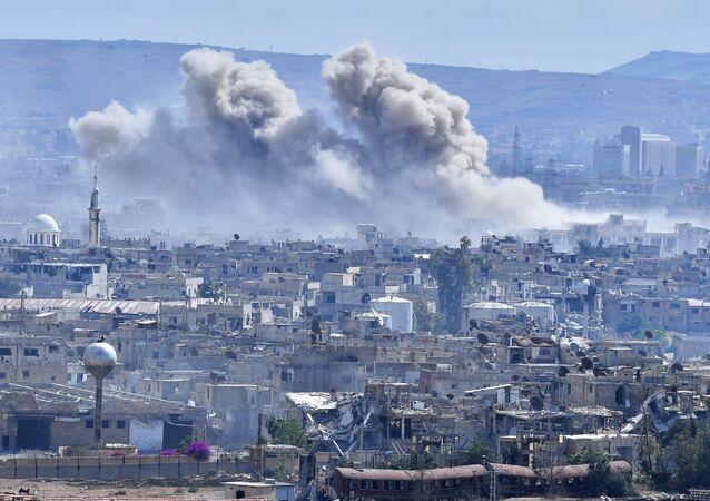 Hořící domy v předměstí Damašku