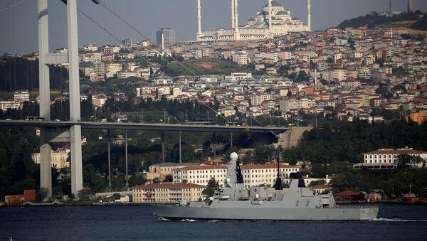 Torpédoborec HMS Duncan v průlivu Bospor - Sputnik Česká republika