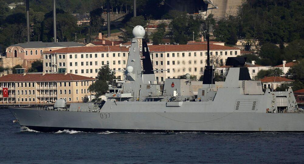 Torpédoborec HMS Duncan v průlivu Bospor