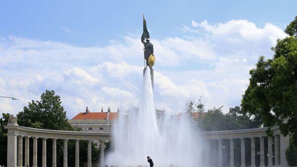Památník sovětským osvoboditelům v centru Vídně - Sputnik Česká republika