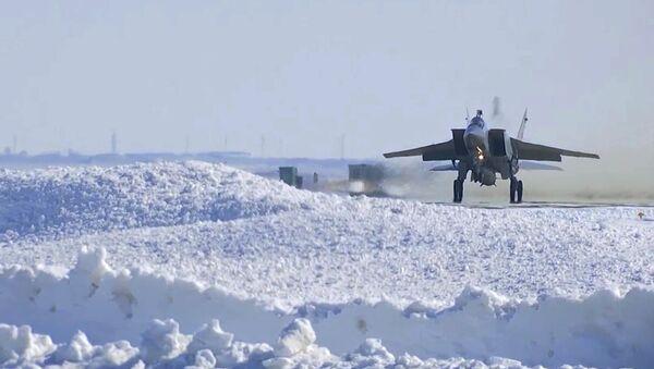 MiG-31 VKS Ruska během výcviku hypersonického raketového systému Kinžal - Sputnik Česká republika
