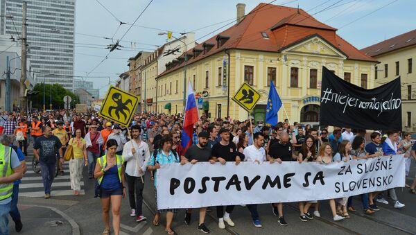 Demonštranti v centre Bratislavy - Sputnik Česká republika