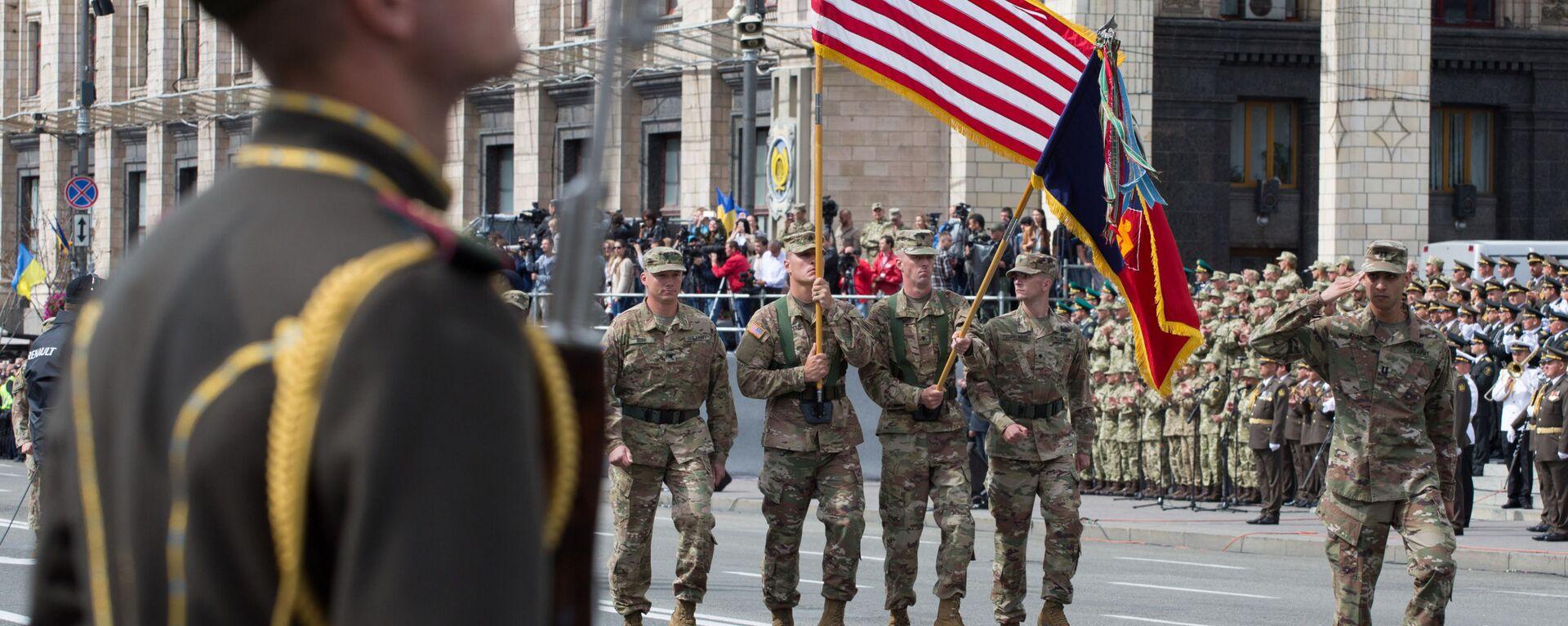 Vojáci členských zemí NATO na vojenské přehlídce v Kyjevě při příležitosti oslavy Dne nezávislosti Ukrajiny - Sputnik Česká republika, 1920, 17.05.2021