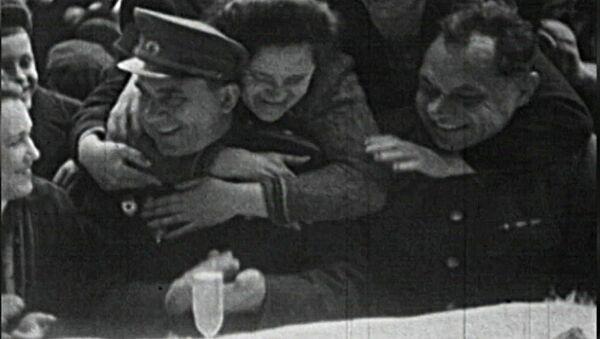 Slzy a radost. Den vítězství na archivních záběrech  - Sputnik Česká republika