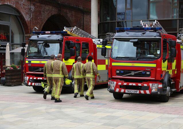 Hasiči a hasičský vůz. Ilustrační foto