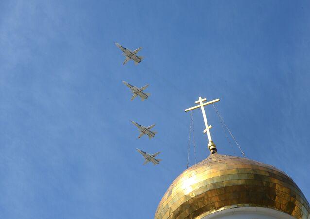 Bombardovací letouny Su-24M na Přehlídce vítězství