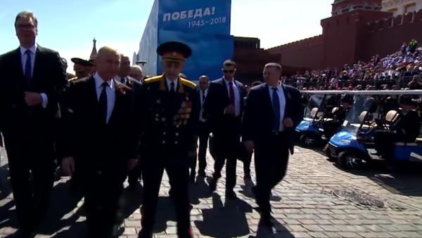 Putin se zastal veterána, kterého po přehlídce vítězství odstrčil pracovník ochranky - Sputnik Česká republika