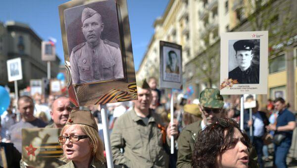 Účastníci akce Nesmrtelný pluk v Moskvě. - Sputnik Česká republika