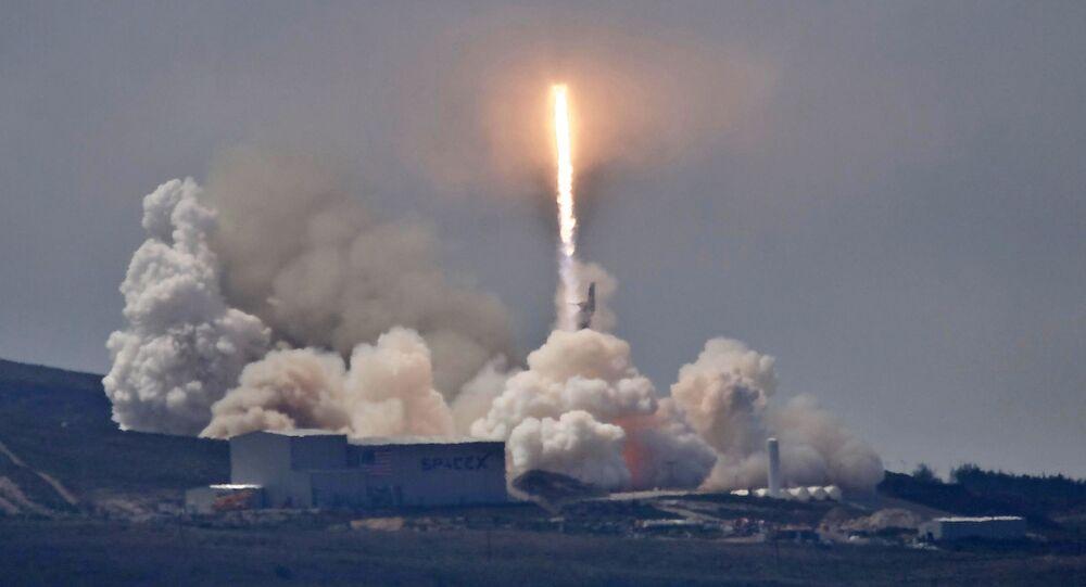 Raketa SpaceX Falcon 9. Ilustrační foto