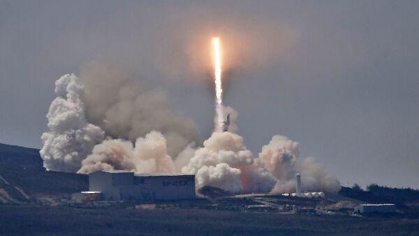 Raketa SpaceX Falcon 9. Ilustrační foto - Sputnik Česká republika