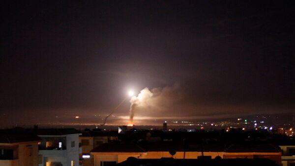 Raketový útok byl viděn z Damašku, 10. května 2018 - Sputnik Česká republika