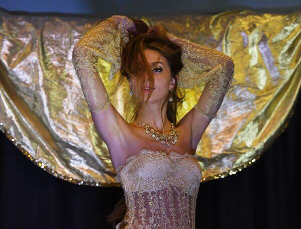 Ohnivá vášeň a nekonečná ohebnost tanečnic břišního tance - Sputnik Česká republika