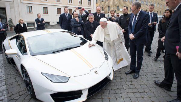 Unikátní sportovní auto Lamborghini Huracan darované papeži Františkovi - Sputnik Česká republika