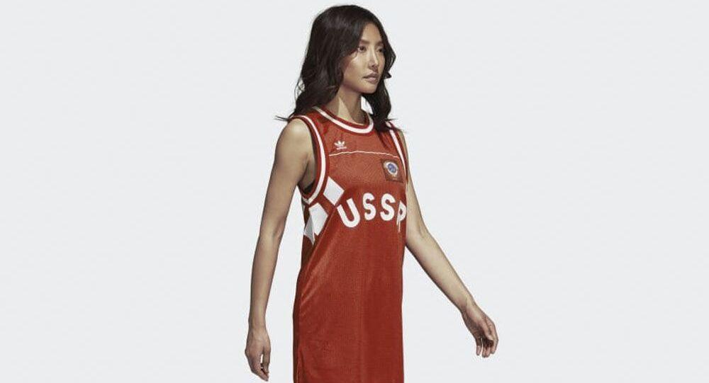 Sovětská symbolika na oblečení Adidas