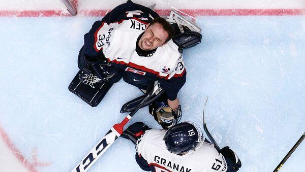 Hráči slovenského národního týmu ve skupinovém zápase Mistrovství světa v ledním hokeji IIHF - Sputnik Česká republika