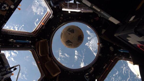 Fotbalový míč na ISS. Ilustrační foto - Sputnik Česká republika