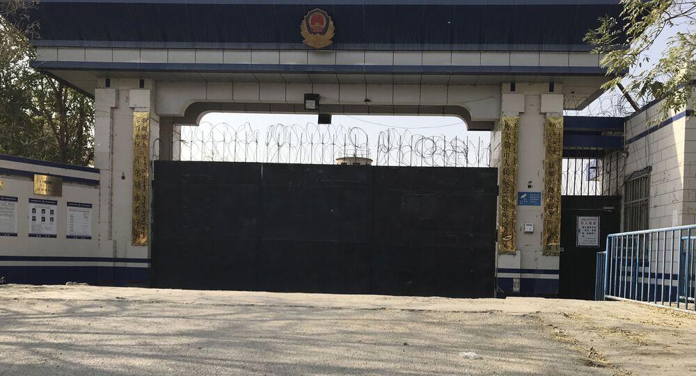 Vstup do věznice v provincii Sin-ťiang, kde jsou údajně držení muslimové