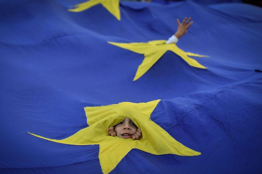 Tento týden v obrázcích: Eurovize, Krymský most, jednání a mnoho dalšího!