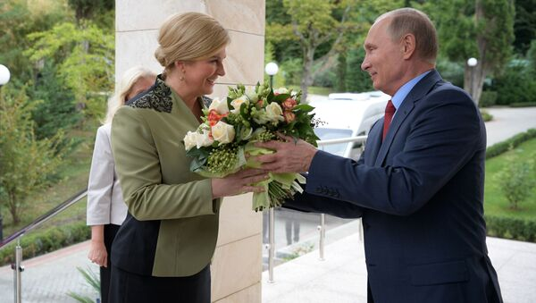 Chorvatská prezidentka Kolinda Grabarová Kitarovićová a ruský prezident Vladimir Putin - Sputnik Česká republika