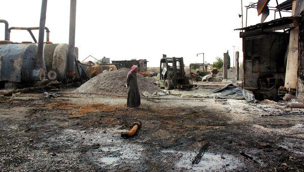 Zničený závod na zpracování ropy v Sýrii - Sputnik Česká republika