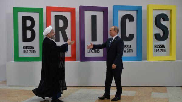 Ruský prezident Vladimir Putin a íránský prezident Hassan Rouhani na Summitu BRICS - Sputnik Česká republika