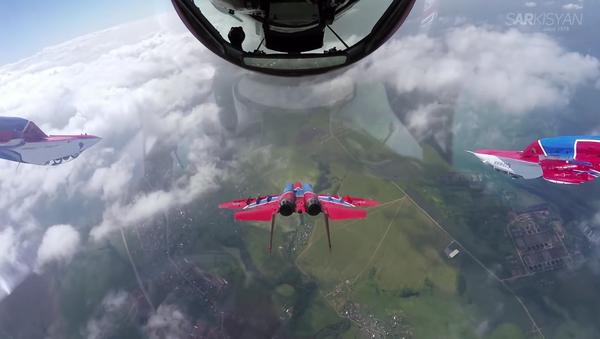 Let v bojovém seskupení očima pilota - Sputnik Česká republika