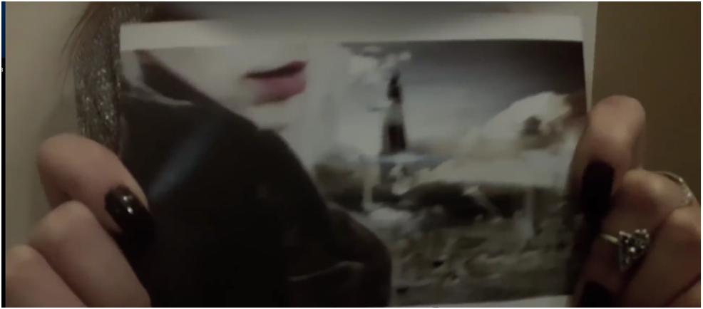 """Žena z roku 3800 ukázala fotografii """"mrtvé planety"""""""