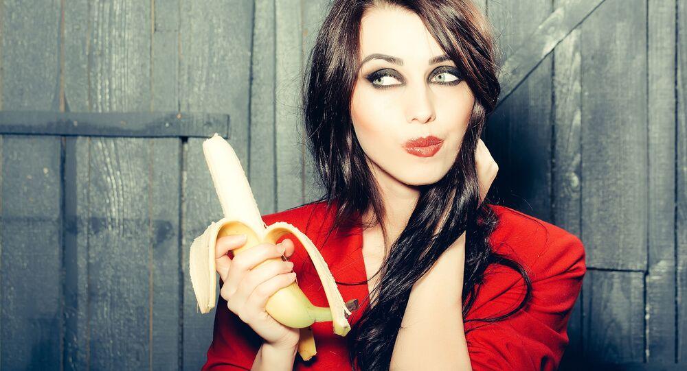 Dívka s banánem