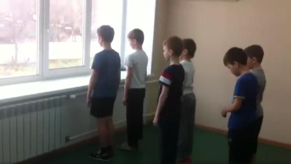 Video z hodiny tělocviku ukazuje, proč dívky nepotřebují armádu (a kdo bude řídit svět) - Sputnik Česká republika