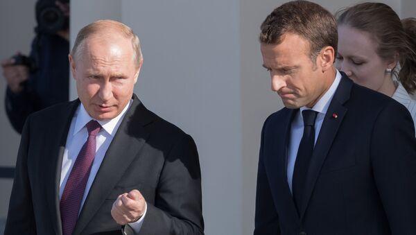 Vladimir Putin a Emmanuel Macron - Sputnik Česká republika
