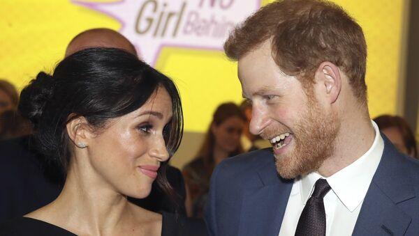 Mohl by princ Harry s manželkou Meghan přijít o miliony liber? - Sputnik Česká republika