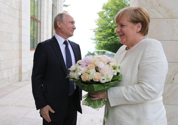 Tento týden v obrázcích: okouzlující příroda, královská svatba a politická setkání - Sputnik Česká republika