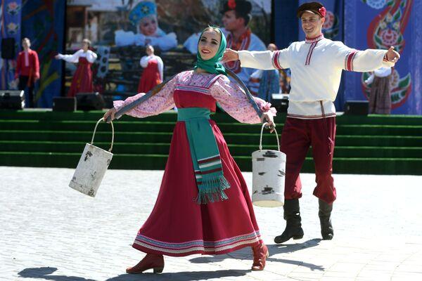 Účastník ruského lidového festivalu Karavon v obci Russkoye Nikolskoye v Tatarstánu - Sputnik Česká republika