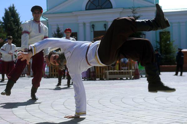 Účastníci ruského lidového festivalu Karavon v obci Russkoye Nikolskoye v Tatarstánu - Sputnik Česká republika