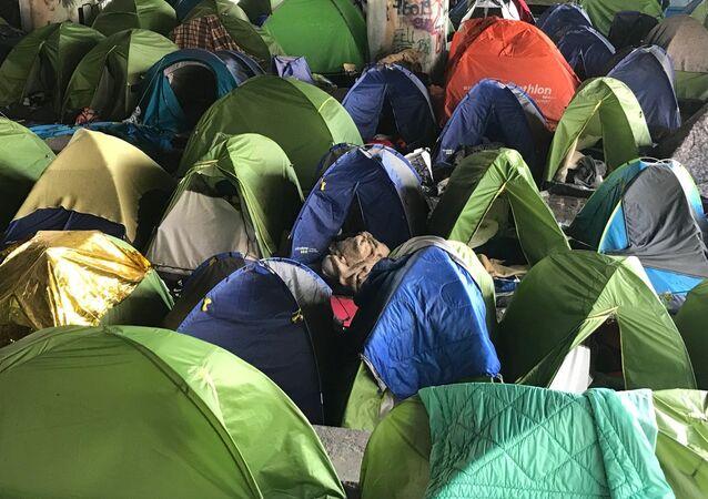 Největší uprchlický tábor v Paříži