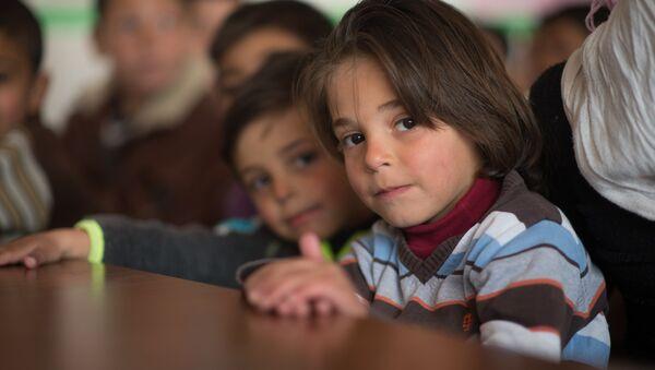 Children in a refugee camp located in a school building, Damascus - Sputnik Česká republika