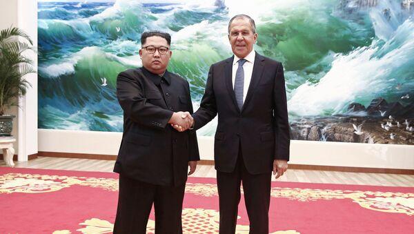 Ministr zahraničí Ruské federace Sergej Lavrov a vůdce Severní Koreje Kim Čong-un - Sputnik Česká republika
