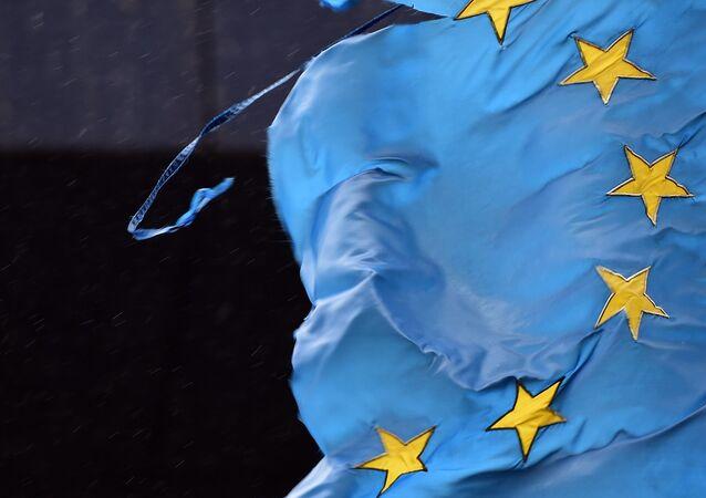 Roztrhaná vlajka EU