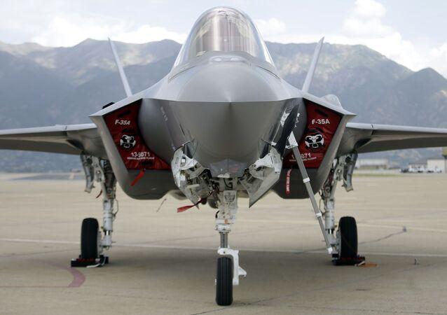 Americký stíhací letoun F-35