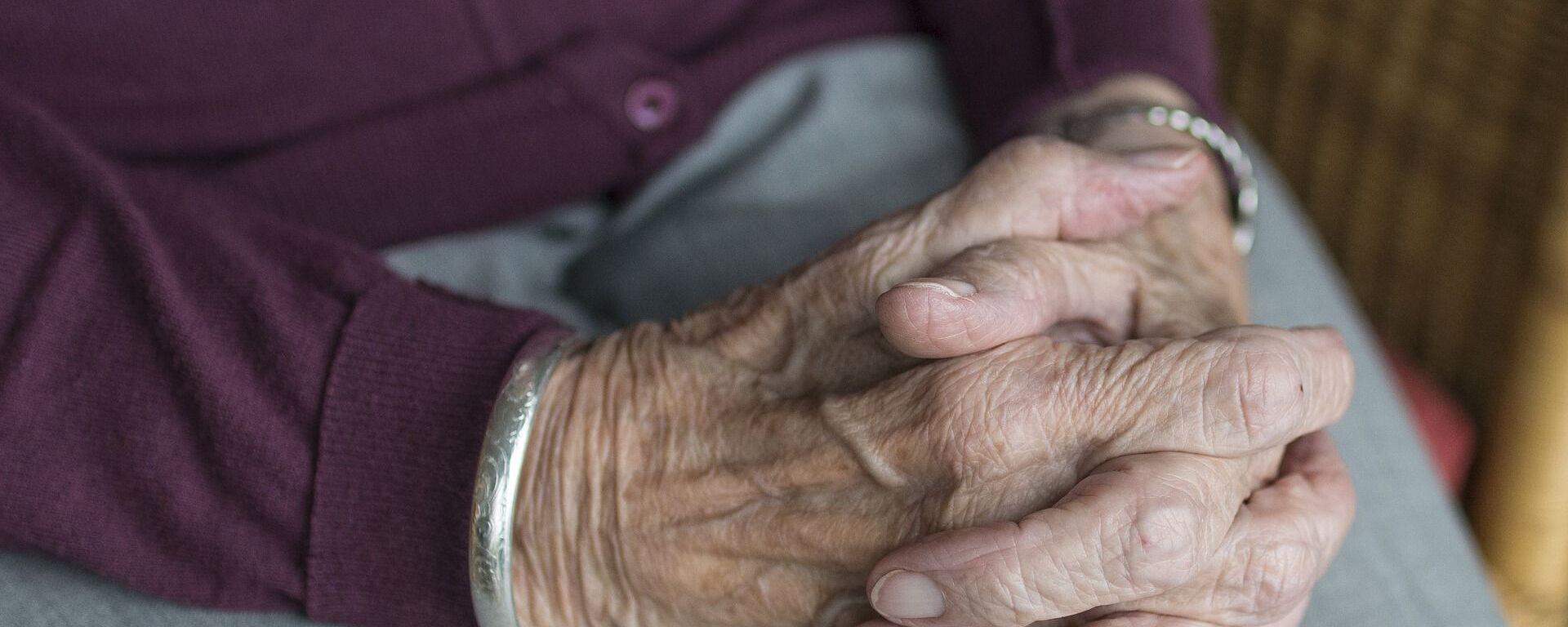 Ruce staré ženy - Sputnik Česká republika, 1920, 08.06.2021