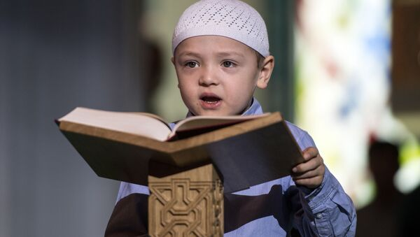 Chlapec s koránem. Ilustrační foto - Sputnik Česká republika