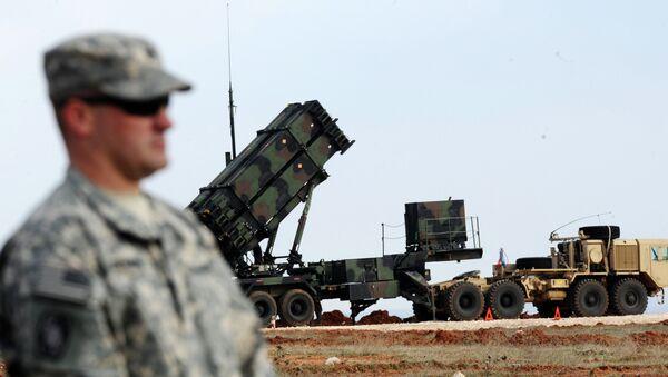 Americký voják vedle amerického raketového systému Patriot - Sputnik Česká republika