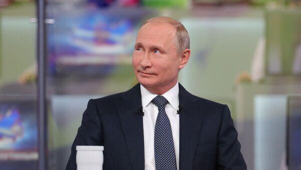 Prezident Ruska Vladimir Putin během Přímé linky komunikace s národem - Sputnik Česká republika