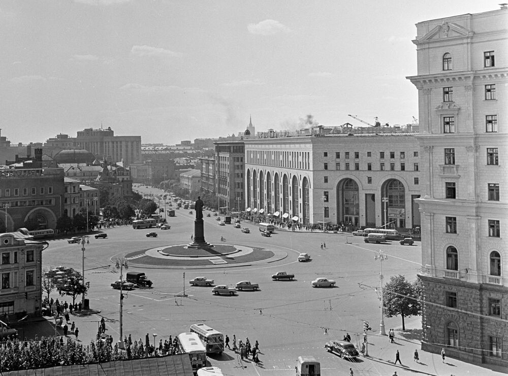 Náměstí Dzeržinského v Moskvě, kde bude postaven první velkoobchod pro děti, 1966