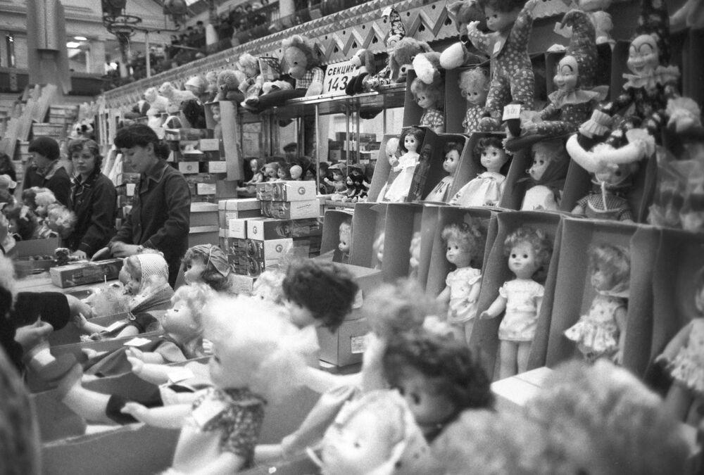 Oddělení hraček moskevského obchodního domu Dětský mír, 1981