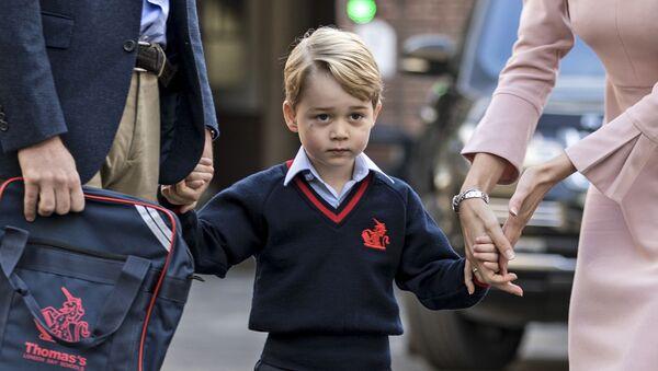 Kdo vyhrožoval Georgovi? Princ William a Kate Middletonová posílili ochranku syna - Sputnik Česká republika