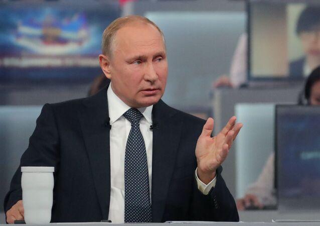 Ruský prezident Vladimir Putin odpovídá na otázky