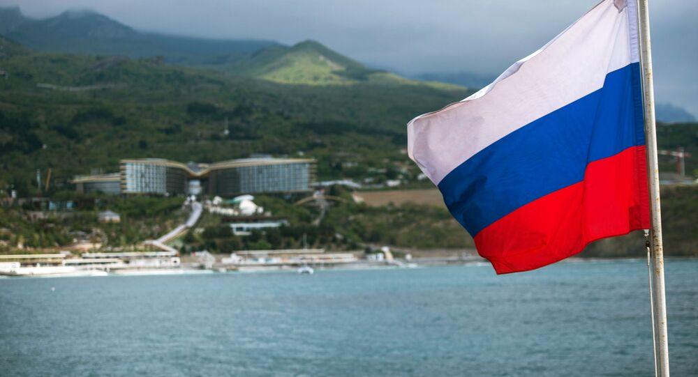 Ruská vlajka na lodi na Krymu